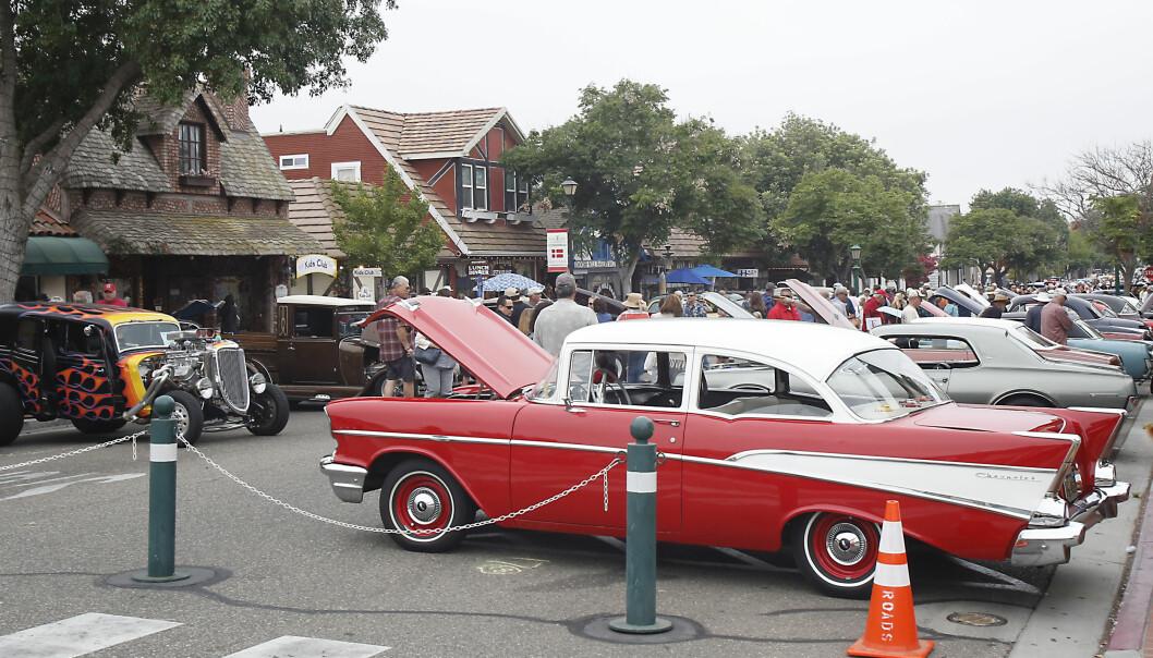 <strong>BILSHOW:</strong> Hvert år er Solvang åsted for et enormt show med amerikanske bil-klassikere. I år var 300 biler med på utstillingen. Foto: Tormod Brenna