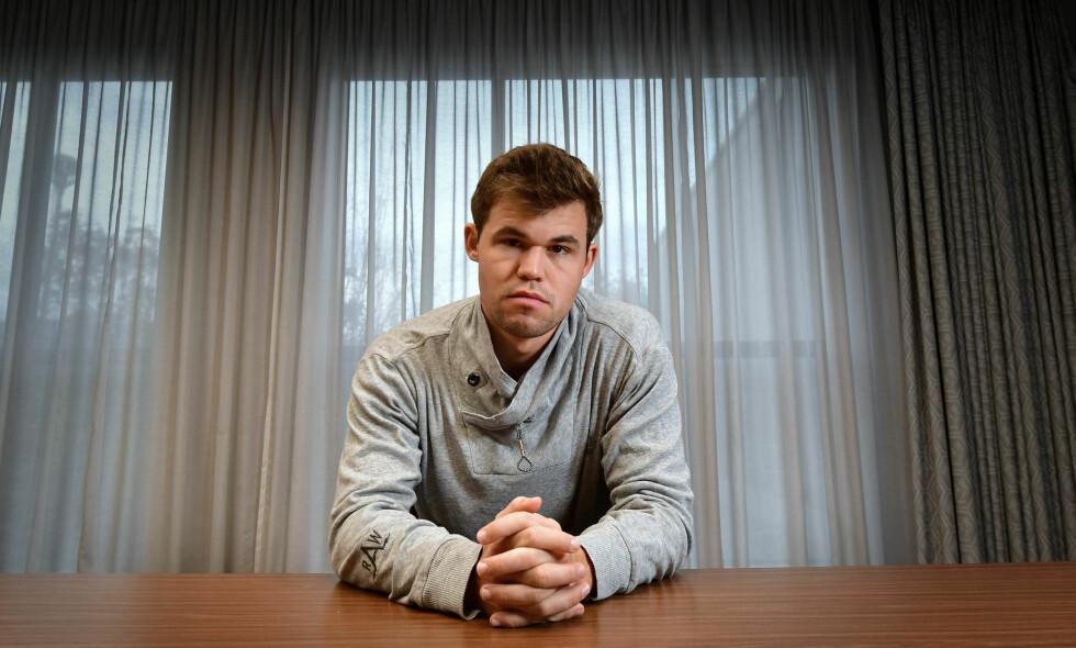 FRYKTER TAP: Magnus Carlsen innrømmer at han frykter å miste VM-tittelen til Fabiano Caruana. Foto: Pa Photos / Anthony Devlin