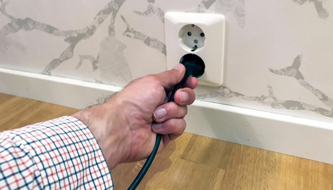 <strong>EL-BLEMME:</strong> Mange oppgaver knyttet til det elektriske anlegget i hjemmet har du ikke lov til å fikse selv. Foto: If