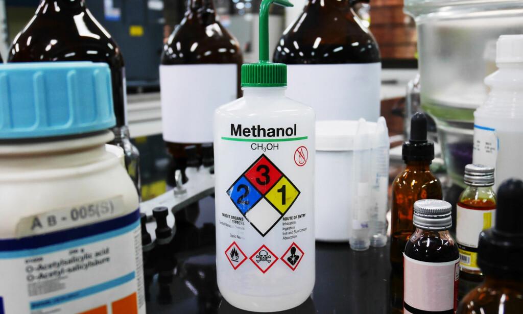 LØSEMIDDEL: Metanol hører hjemme på laboratorier, eller i industrien. Inntak av væsken fører til svært alvorlige konsekvenser. Foto: NTB Scanpix/Shutterstock.