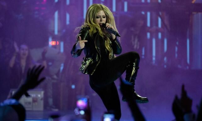 TOMBOY: Avril Lavigne er kjent for sin rocka klesstil og framtoning. Her avbildet i 2013. Foto: NTB scanpix