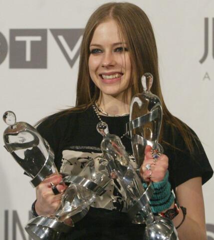 15 ÅR SIDEN: Sangstjerna Avril Lavigne under Juno Awards i 2003 - samme året som ryktene om hennes død begynte å svirre. Foto: NTB scanpix