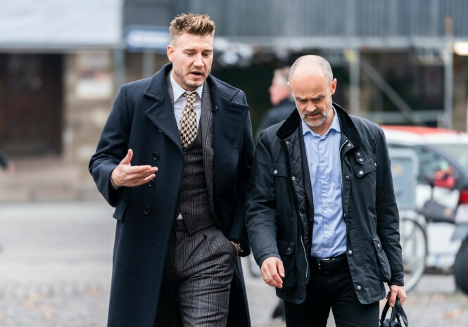KLARE: I dag startet saken mot den danske fotballstjernen, som ankom retten rundt klokken ni sammen med sin advokat. Foto: NTB scanpix