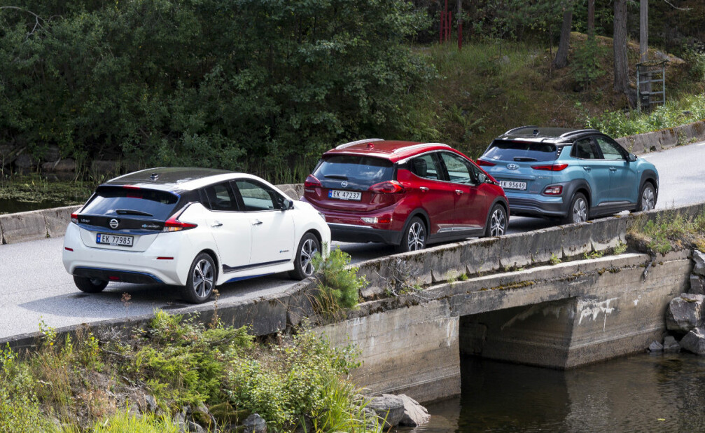 <strong>LANG KØ:</strong> Kundene står i lang kø for å få tak i en elbil med lang rekkevidde. Nissan er blant de leveringsdyktige med Leaf. Foto: Jamieson Pothecary