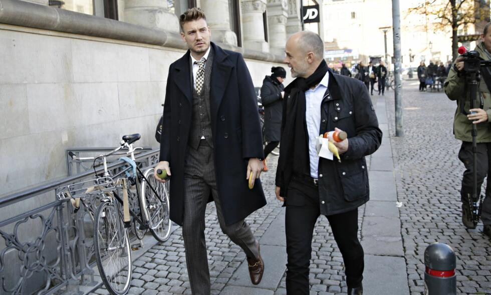 I RETTEN: Nicklas Bendtner på vei tilbake til rettssalen under en pause. Han er tiltalt for vold mot en taxisjåfør, som selv er tiltalt for forsøk på vold mot Bendtner. Byretten i København. Foto: Kristian Ridder-Nielsen/Dagbladet