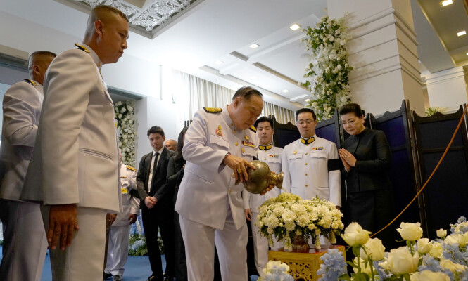<strong>STATSMINISTER:</strong> Prawit Wongsuwan i Vichai Srivaddhanaprabhas begravelse. Foto: Reuters