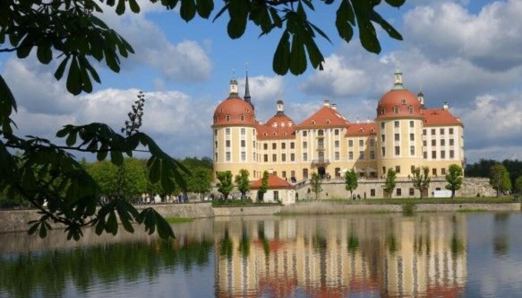 <strong>SLOTTET:</strong> Jaktslottet Schloss Moritzburg, som er bygget i 1500-talls barokkstil, ligger i nærheten av Dresden i Sachsen. I «Tre nøtter til Askepott» forestiller dette kongeslottet, hvor kongeparet arrangerer ball for prinsen. FOTO: NTB Scanpix