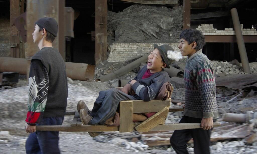 SENTRALT BILDE: I «The Wounded Angel» har den kasakhiske regissøren Emir Baigazin komponert et sentralt bilde etter finske Hugo Simbergs berømte maleri av samme navn. Filmen utgjør en del av en trilogi som snart kan oppleves i sin helhet i forbindelse med festivalen Film fra Sør i Oslo, der publikum i dagene 8.-18. november kan velge mellom i alt 81 filmer fra Asia, Afrika og Latin-Amerika. Foto: Film fra Sør.