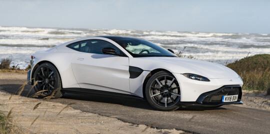 <strong>DRØY:</strong> Endelig ser vi nye linjer fra Aston Martin. Ser vi et skifte fra luksus mot racing? Foto: Jamieson Pothecary