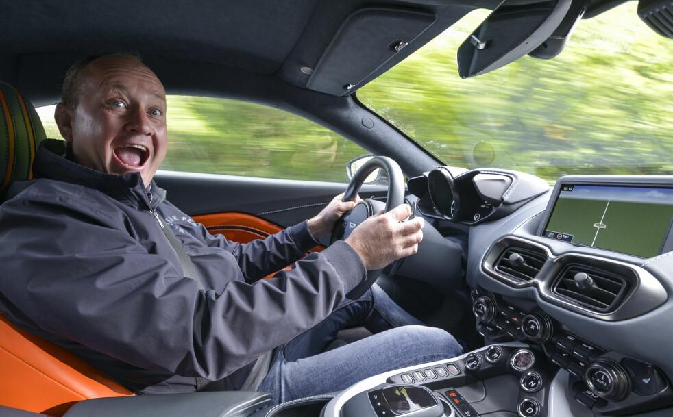 <strong>FANTASTISK MORO:</strong> Vantage er «billigmodellen» til Aston Martin. Engelskmennene viser at de kan kjøreglede, men det er fortsatt mye å gå på i detaljene. Foto: Jamieson Pothecary