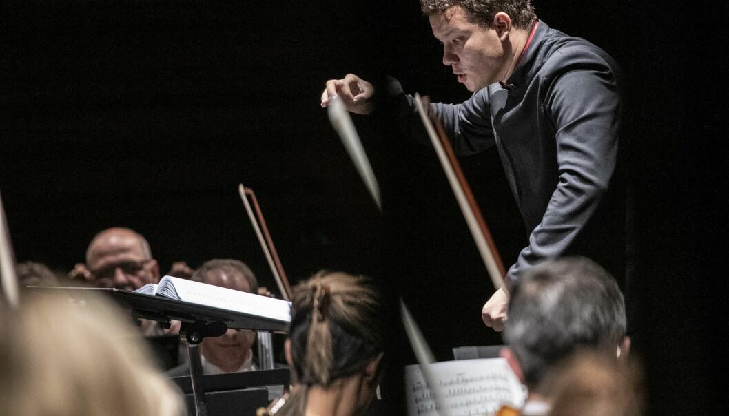 Amerikanske Ryan Bancroft med ungdommelig energi på Operaens hovedscene. Foto: Erik Berg, Den Norske Opera & Ballett