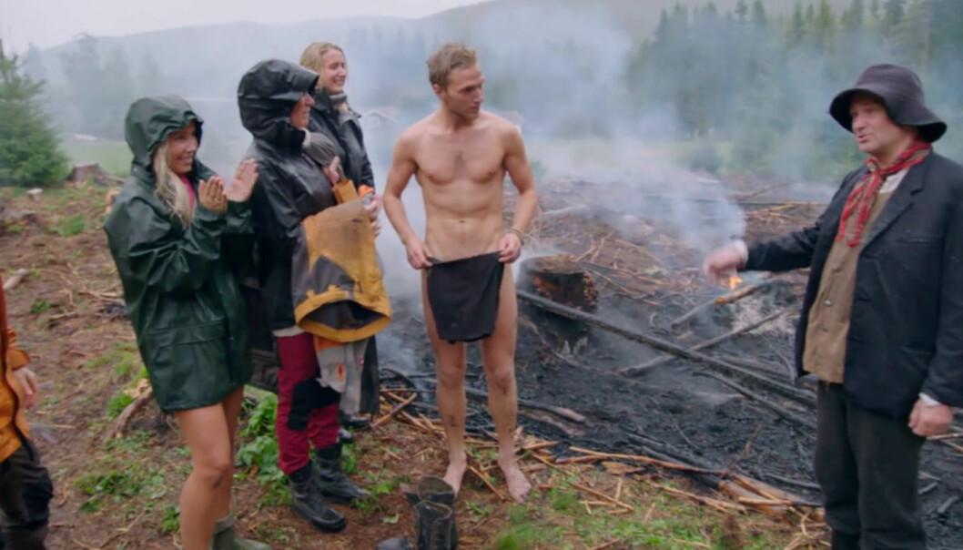 TOK EN FOR LAGET: Nikolai Aspen beskriver nakenseansen som «iskald og jævlig». Foto: TV 2