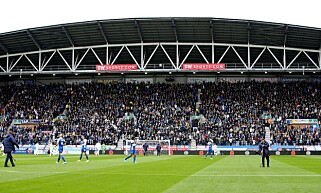 SMEKK FULLT: Leeds-fansen fylte hele bortetribunen mot Wigan denne helga. Foto: Craig Galloway / Prosports / REX / Shutterstock
