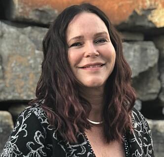 <strong>EKSPERT PÅ PARYKKER:</strong> Elin Skogland har jobbet med parykker i over 30 år og har mange fine historier om alle hun har hjulpet. FOTO: Apollo Hårsenter