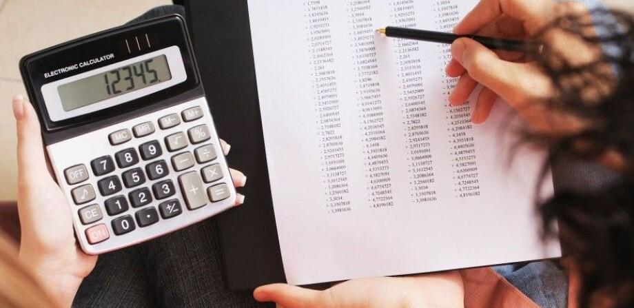 SJEKK HVOR MYE DU TÅLER: Dinsides kalkulator hjelper deg med å få oversikt over lånekostnadene. Foto: PantherMedia