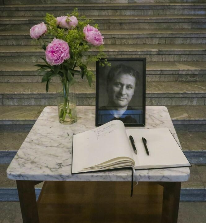 KONDOLANSEBOK: Svenske Michael Nyqvist ble stedt til hvile i juli i fjor. Den folkekjære skuespilleren ble 56 år gammel. Foto: NTB Scanpix