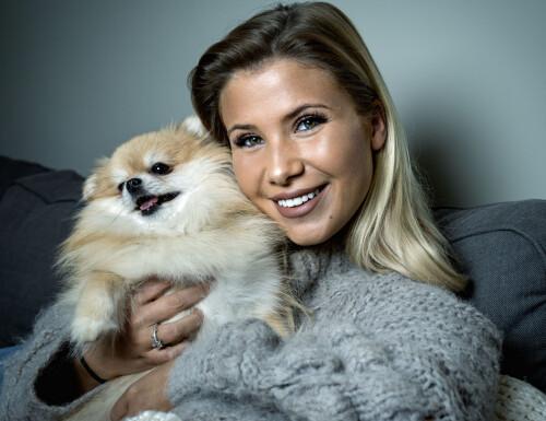 POPULÆR: Andrea Badendyck var lenge en av landets største bloggere. Nå har pipa fått en annen lyd. Her med pomeranian-hunden Molly. Foto: John Terje Pedersen / Dagbladet