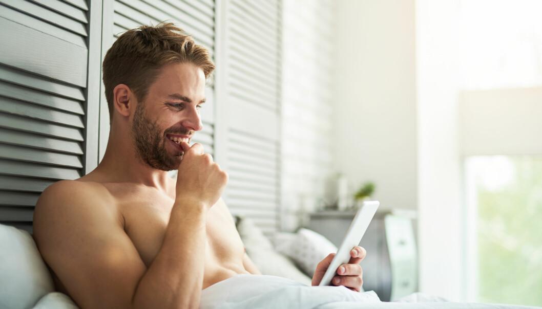 KAN BLI ET PROBLEM: Porno påvirker oss enten vi vil eller ikke, og det kan i verste fall gå ut over parforholdet. Foto: Scanpix.