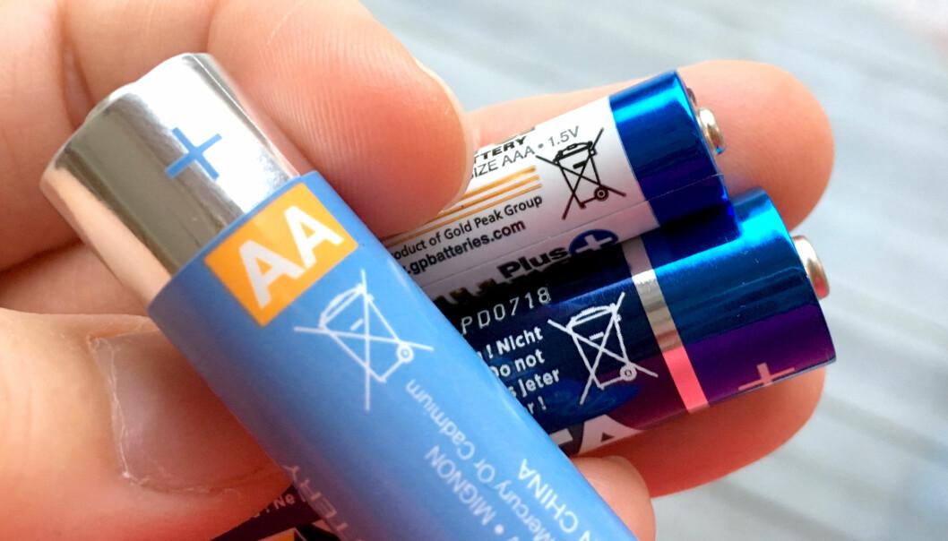 <strong>BESTE BATTERI:</strong> Testfakta i Sverige har testet AA-batterier, og Clas Ohlsons batteri kommer ut som best i test. Foto: Kristin Sørdal
