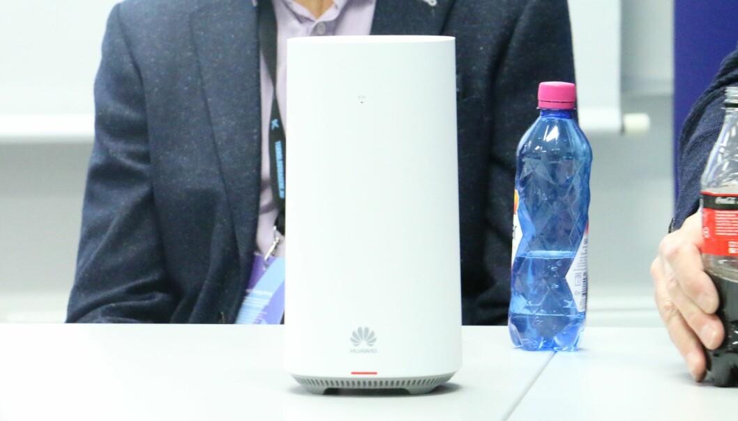 <strong>5G-RUTER:</strong> Slik er Telenors 5G-ruter. Som du ser er det kinesiske Huawei som er produsenten. Foto: Martin Kynningsrud Størbu