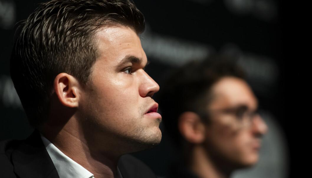 <strong>KLAR:</strong> Magnus Carlsen virker rolig, skjerpet og klar til kamp da han torsdag møtte pressen før VM-kampen mot amerikanske Fabiano Caruana. Foto: Fredrik Varfjell /Bildbyrån