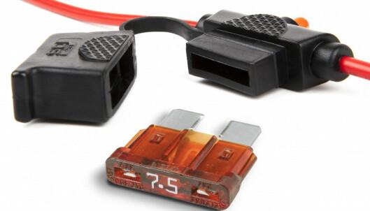 SIKRING: Skal du hente strøm rett fra batteriet må du montere en sikringsholder med sikring. Foto: Produsenten