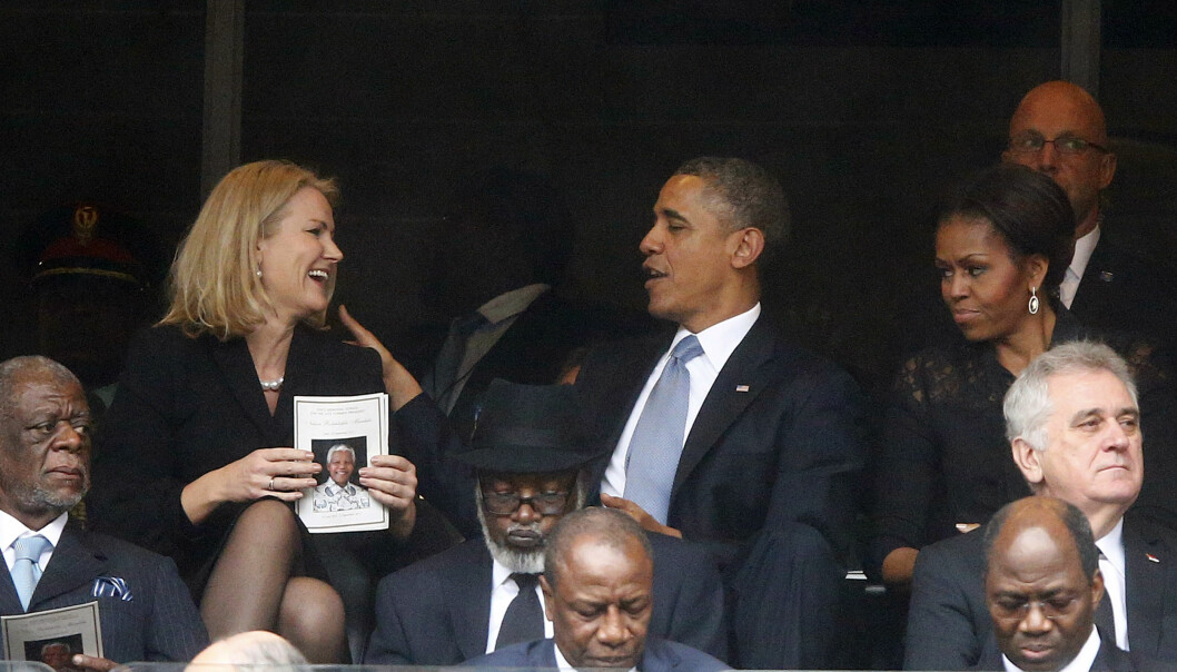 MISFORNØYD: Michelle Obama så ikke særlig blid ut mens Barack fant tonen med Helle Thorning-Schmidt under en minnegudstjeneste for Nelson Mandela i Johannesburg i 2013. Foto: Reuters/ NTB scanpix