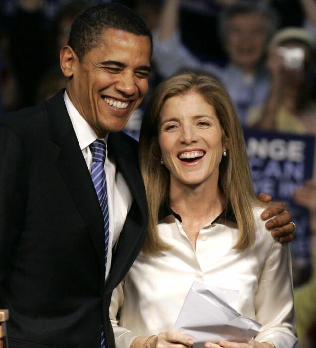 GOD TONE: Barack Obama avbildet med armen rundt Caroline Kennedy i april 2008, mens han fortsatt var senator - ikke USAs president. Foto: AP/ NTB scanpix
