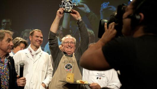 <strong>VERDENSMESTER:</strong> Jørn Hafslund fra Ostegården tok gull i oste-vm forrige helg. Det fikk nordmenn til å kjøpe mer av alle typer ost. Foto: Hanen