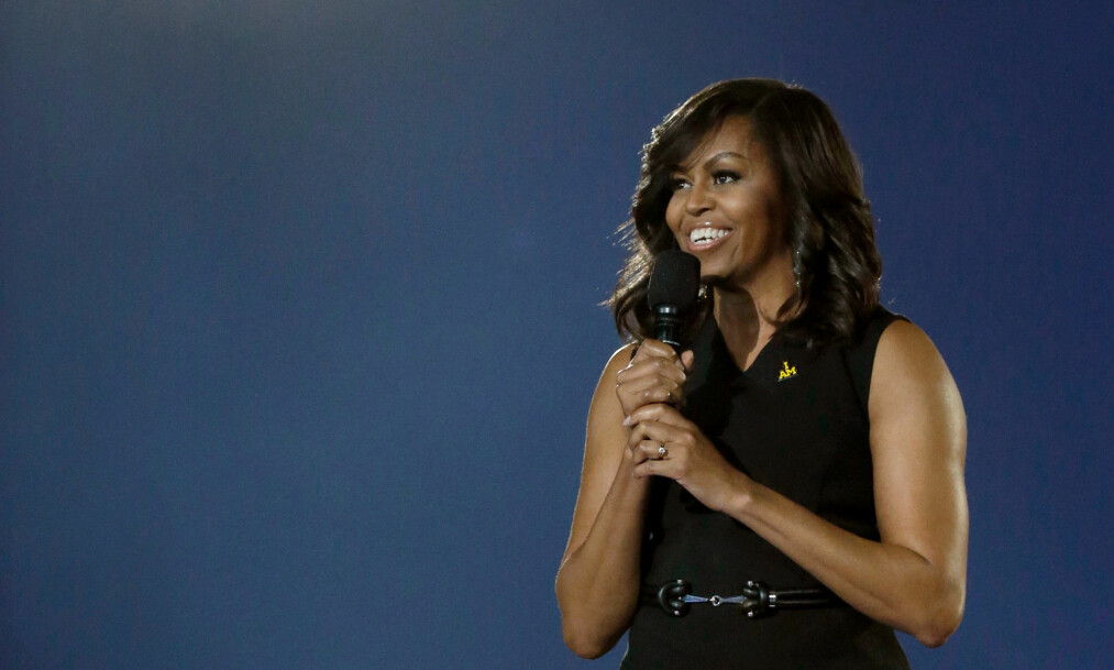 ÅPNER OPP I SELVBIOGRAFI: Den tidligere førstedamen Michelle Obama har nettopp sluppet selvbiografien «Becoming», hvor hun blant annet åpner opp om røttene, de åtte årene i Det hvite hus, morskapet og det å være gift med tidligere president Barack Obama. FOTO: NTB Scanpix