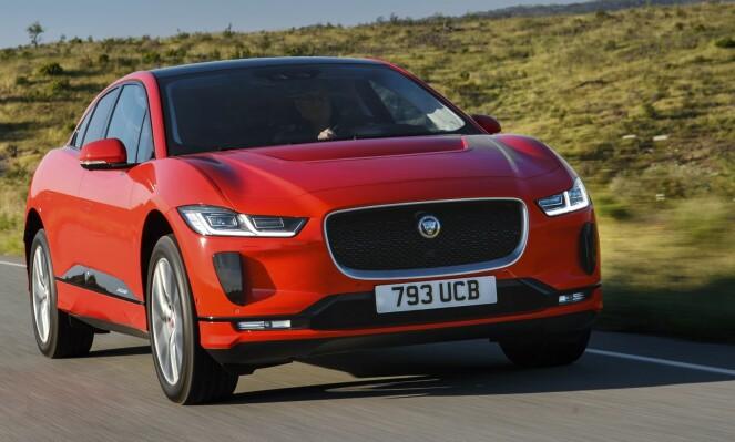 SUV ELLER CROSSOVER: Jaguar har laget en slags crossover, men markedsfører bilen som en SUV. Foto: Produsenten
