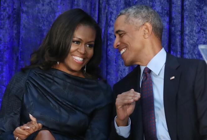 SOLID EKTEPAR: Michelle og Barack Obama giftet seg 3. oktober 1992. I selvbiografien forteller den tidligere førstedamen at også de to har hatt problemer i ekteskapet, og at de har gått til terapi for å redde ekteskapet. FOTO: NTB Scanpix