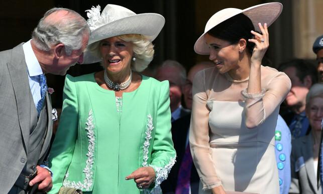 NÆR KONTAKT: Ifølge flere utenlandske nettsteder skal hertuginne Meghan komme godt overens med prins Charles og hertuginne Camilla. Her er trioen avbildet 22. mai, bare noen dager etter det storslåtte bryllupet. Foto: NTB scanpix