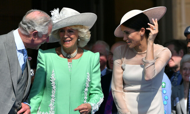 NEAR CONTACT: According to several foreign websites, Duchess Meghan must be in line with Prince Charles and Princess Camilla. Here is the trio presented on May 22, just a few days after the great wedding. Photo: NTB scanpix