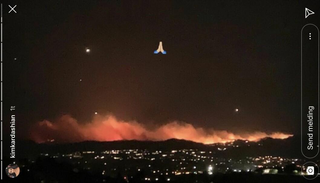 SJOKKSYN: Fra privatflyet sitt så Kim Kardashian nabolaget i fyr og flamme. Foto: Instagram