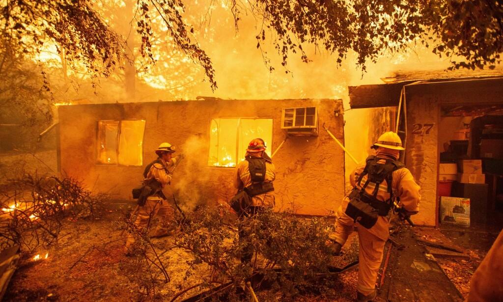 UTSLETTET: Byen Paradise, som hadde 27 000 innbyggere, er i praksis utslettet etter det som omtales som den mest ødeleggende skogbrannen i Californias historie. Her fra fredag. Foto: AFP Photo / NTB Scanpix