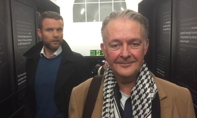 KRITISK: Dagbladet møtte London-mannen Andrew Whittaker rett utenfor spillelokalet. Da hadde sjakkentusiasten akkurat unnagjort sin halvtime. Foto: Håkon Østmoe Brandsnes / Dagbladet.