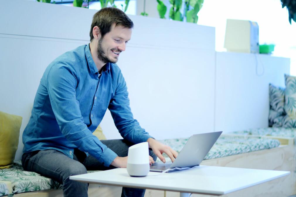Ryszard Rzepa bygger Google Home-app på heltid for Sol. 📸: Ole Petter Baugerød Stokke