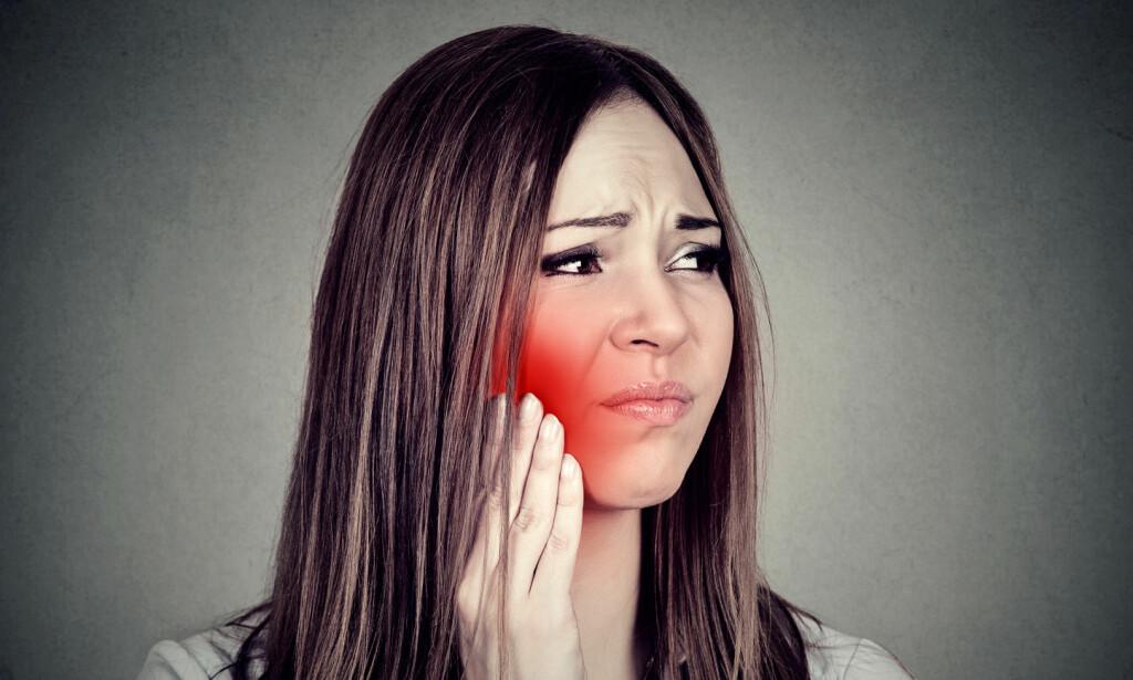 SMERTEFULLT: Tannbyll kan gi store smerter, hevelse i kinnet og feber. Kom deg raskt til tannlege for behandling. Foto: NTB Scanpix/Shutterstock