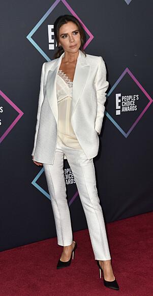 EGET DESIGN: Victoria Beckham kom i hvit dress fra sitt eget merke. Foto: NTB scanpix