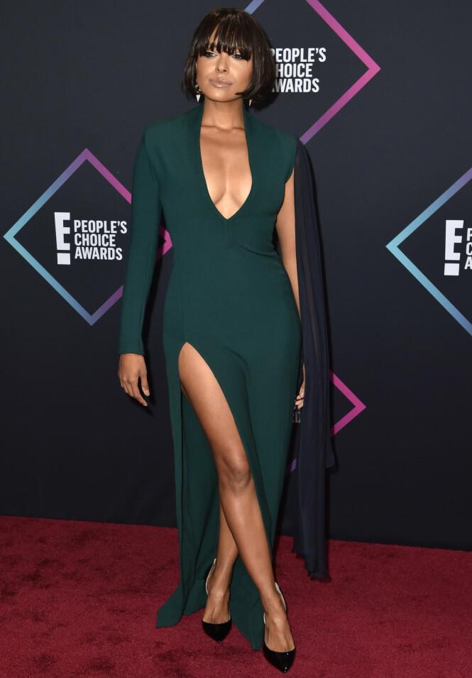 UTFORDRENDE: Kat Graham valgte en grønn kjole med dyp utringning og høy splitt. Foto: NTB Scanpix