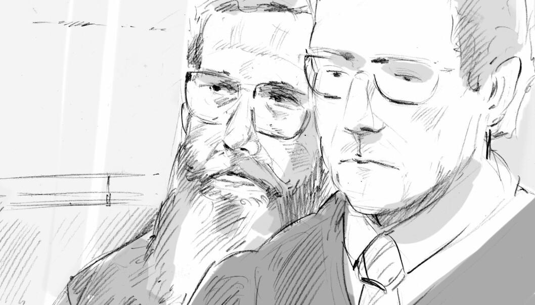 <strong>- ULYKKE:</strong> Drapstiltalte Svein Jemtland (t.v.) hevder kona Janne ble drept ved et uhell. Han skal forklare seg i dag. Hans forsvarer Christian Flemmen Johansen til høyre. Illustrasjon: Fedor Sapegin