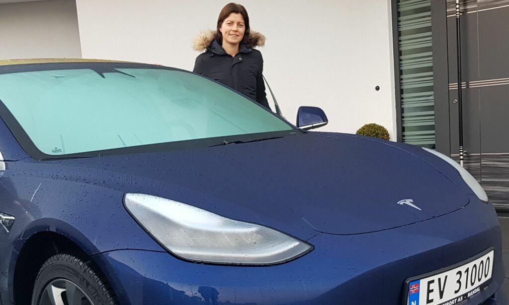 image: Anette fikk den første Tesla Model 3 i Norge - lenge før alle andre