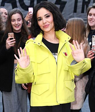 MØTTE FANSEN: Da Cheryl møtte fansen i London forrige uke, var hun nesten ikke til å kjenne igjen. Foto: NTB scanpix