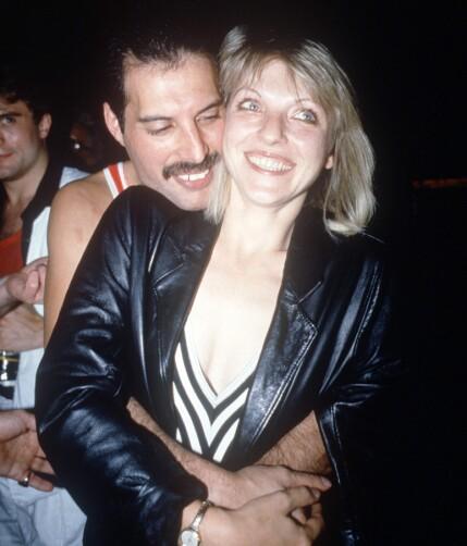 DEN GANG DA: Freddie Mercury og Mary Austin avbildet sammen i hyggelig lag på en nattklubb i London i 1984, flere år etter at de hadde gått fra hverandre. Foto: NTB Scanpix