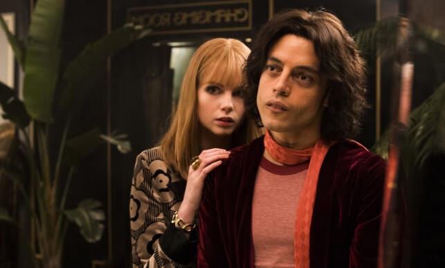 I FILMEN: Skuespillerne Rami Malek (37) og Lucy Boynton (24) har rollene som henholdvis Freddie Mercury og Mary Austin i «Bohemian Rhapsody». Foto: NTB Scanpix