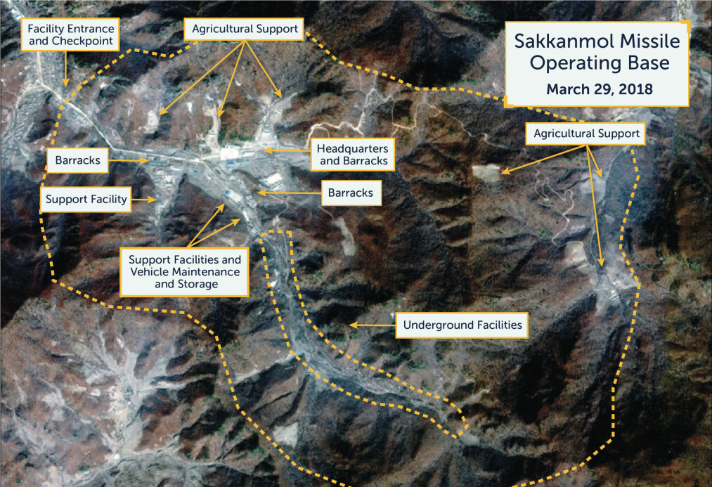 <strong>RAKETTBASER:</strong> Dette er en av flere satelittbilder som amerikanske forskere mener avslører at Nord-Korea hemmeligholder minst 13 rakettbaser. FOTO: CSIS / NTB Scanpix