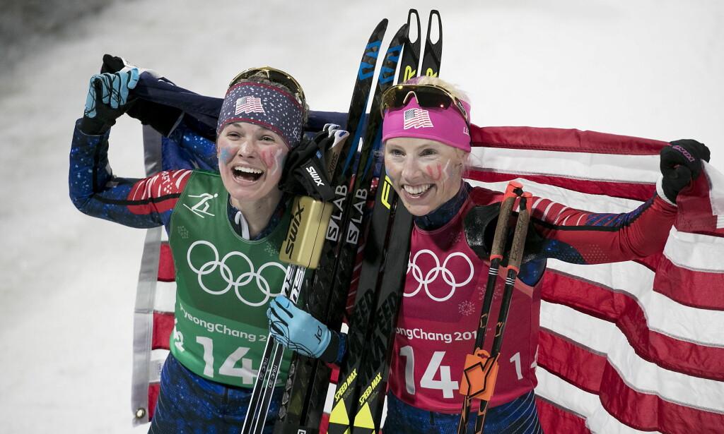 FORBAUSET: Kikkan Randall, her sammen med Jessica Diggins etter OL-gullet på sprintstafetten i Pyeongchang, er svært overrasket over de store kjønnsforskjellene i norsk idrett. Foto: Bjørn Langsem / Dagbladet