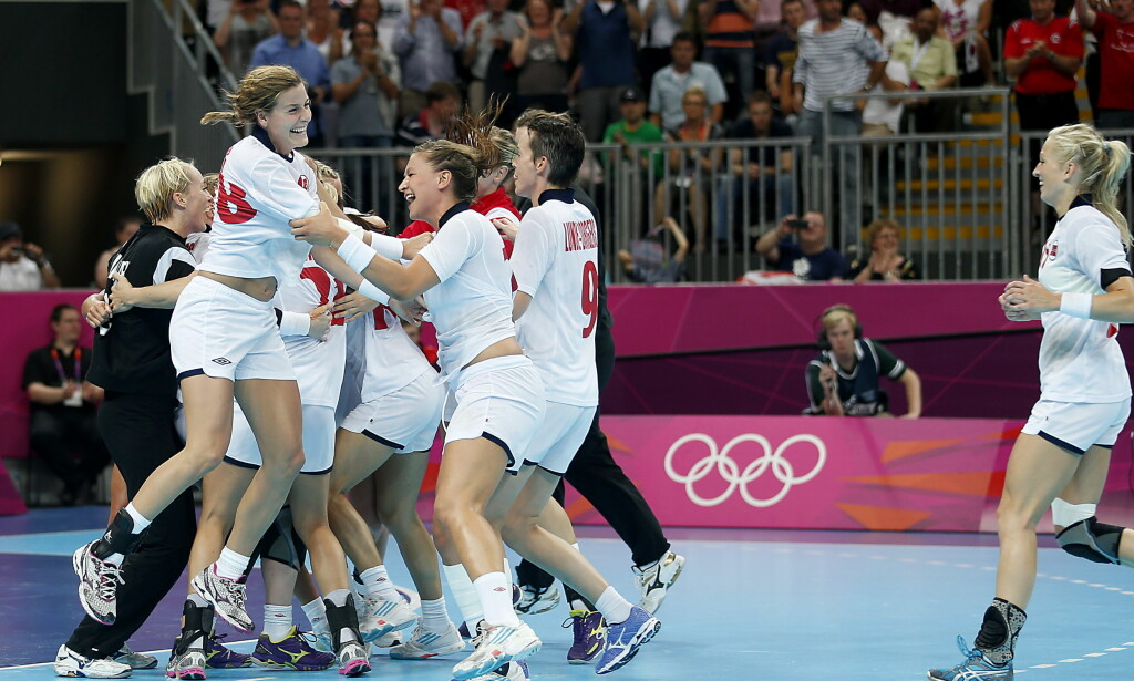 BEST: Håndballjentene, her etter OL-gullet i London i 2012, flyter fortsatt videre på suksessen som Marit Breivik har vært en så viktig del av. Håndballjentene oppnår bedre resultater i gutta som en av få i norsk idrett. I alle individuelle idretter vinner herrene mer.