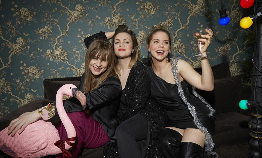 SISTE GANG MED GJENGEN: Sesong fire av «Unge lovende» er den aller siste. Det er Gine Cornelia Pedersen (Nenne), Siri Seljeseth (Elise) og Alexandra Gjerpen (Alex) som har hatt hovedrollene i serien - som er skrevet av blant andre Siri Seljeseth. FOTO: NRK